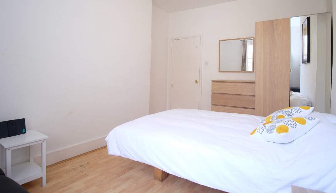 Photo 1, Single room - MALVERN 85 C in London