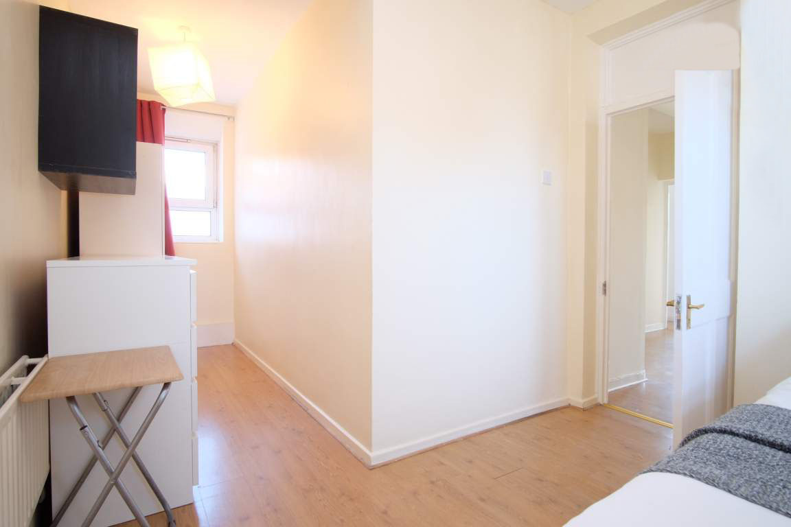 Photo 3, Single room - LULWORTH in London