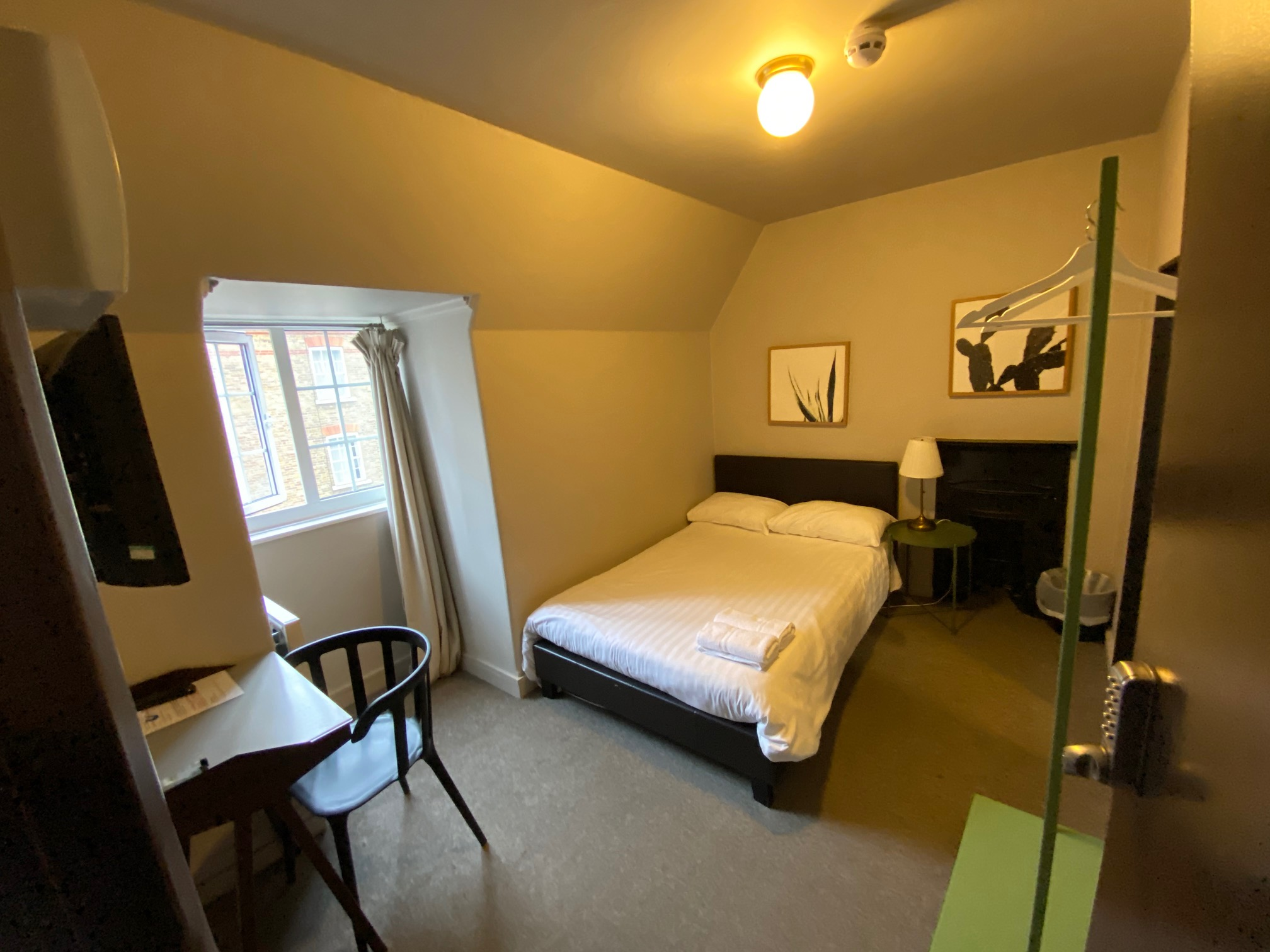 Photo 1, Single room - Monopoly p1 in London