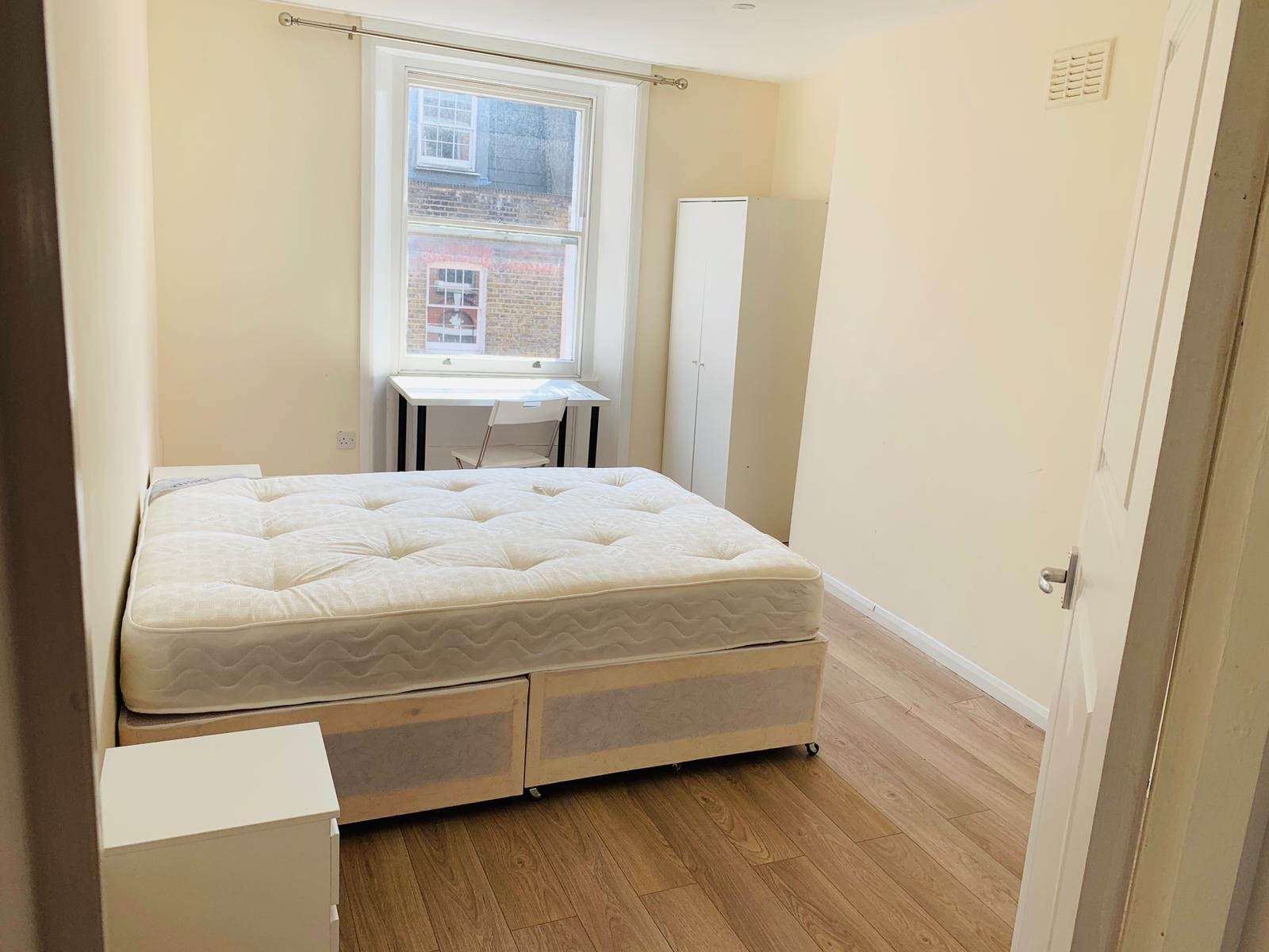 Photo 1, Single room - C Old Compton St in London