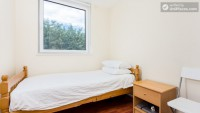 Photo 2, Single room - Downfield Close in London